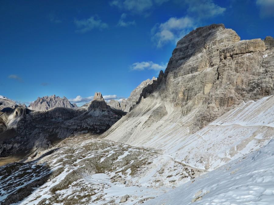 Blick zur Dreizinnenhütte