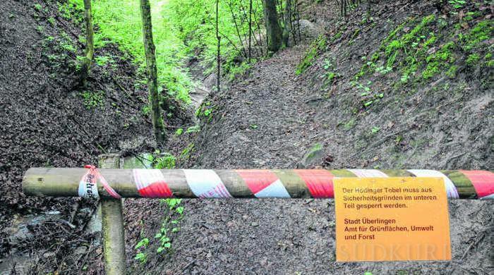 Seit Mitte Mai 2015 ist der Weg durch den Hödinger Tobel gesperrt. Ein Unwetter hat den Weg und die Metallstege teilweise zerstört.